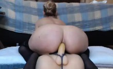 Hot Babe Fucking Dildo on Webcam