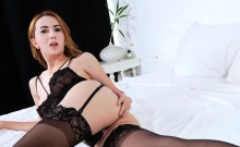 Pretty coed TS Maria X hand surfs cock and bursts out cum