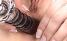 Innocent sweetie is gaping pink pussy in closeup and cumming