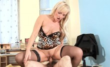Vehement mom gets her pussy destroyed with massive cock