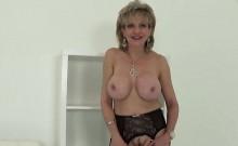 Adulterous uk mature gill ellis displays her massive tits