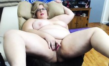 Curvaceous BBw milf takes a milk from big boobs