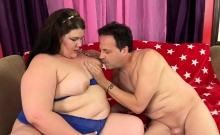 Sexy BBW gets her tits sucked Then she gives him a nice
