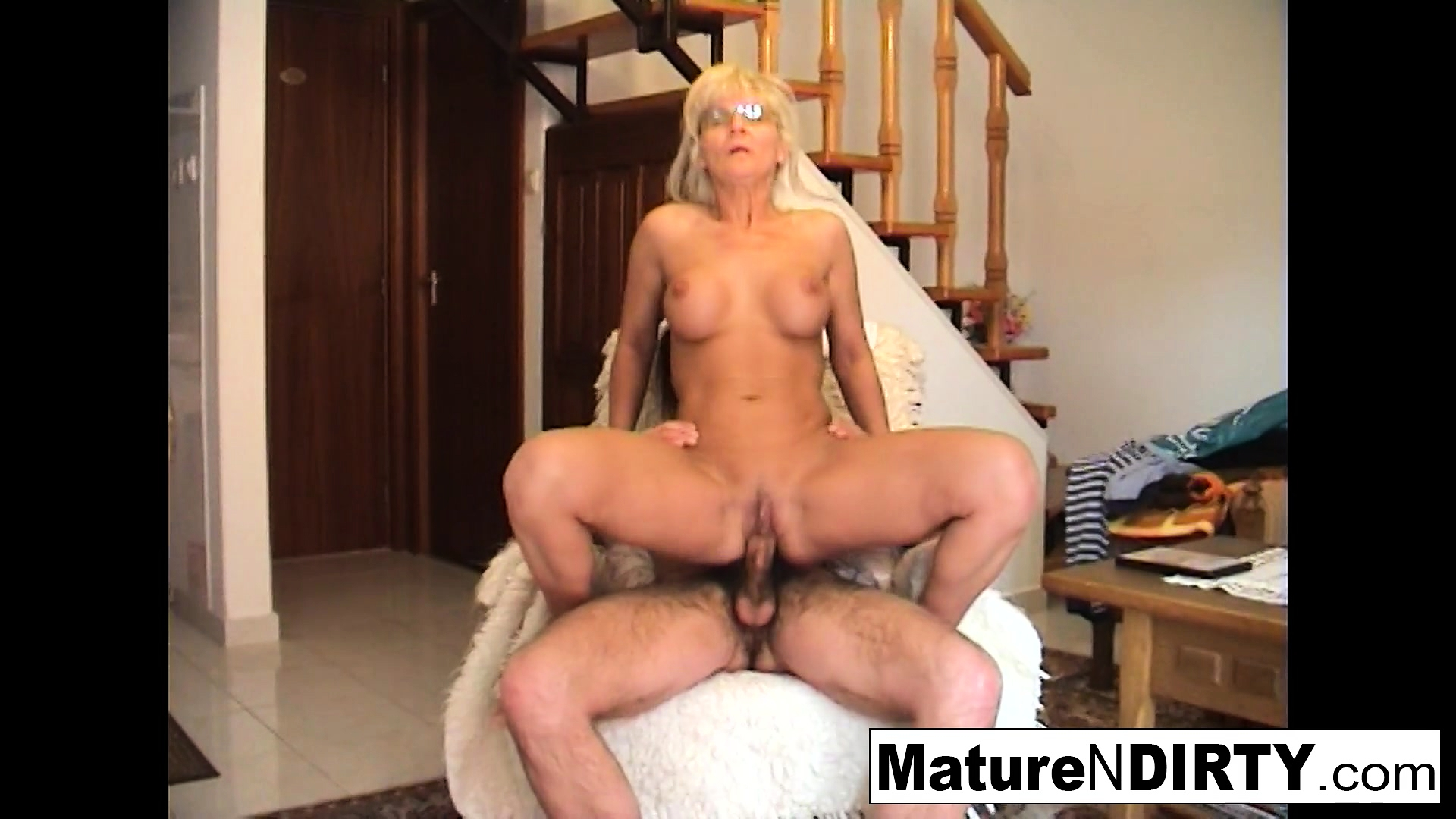 Analfucking Videos free mobile porn - mature blonde slut receives an anal